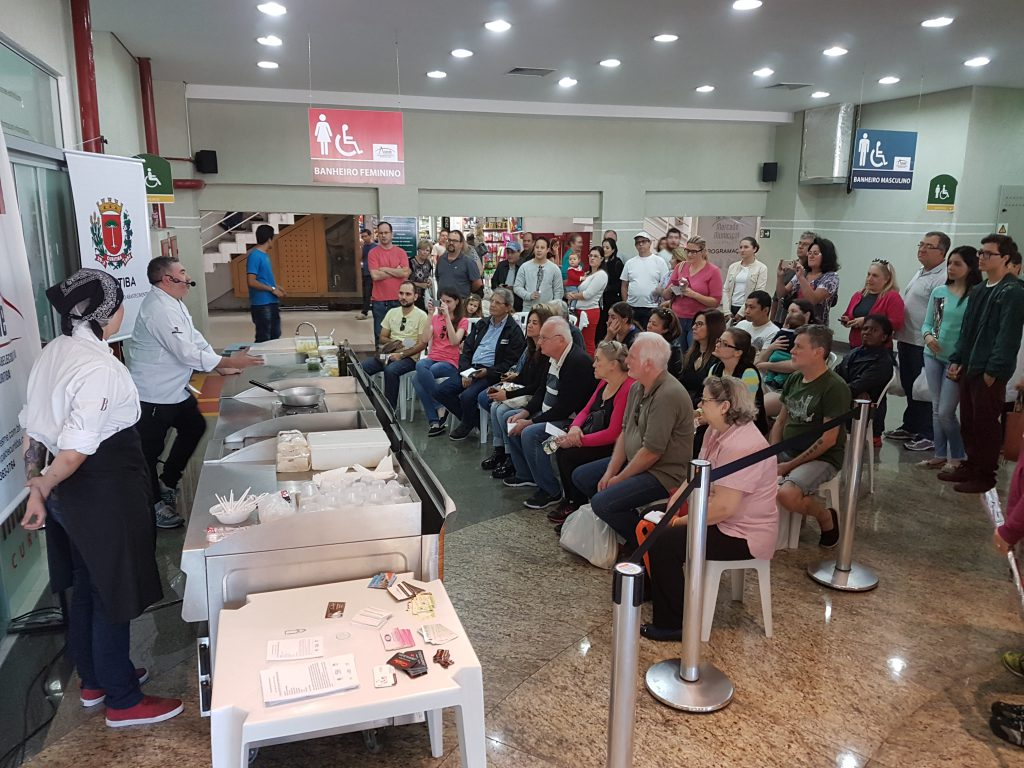 Aula-show com o chef Ivo Lopes   Dia das mães no Mercado Municipal de Curitiba